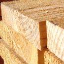 Planches de bois empilées